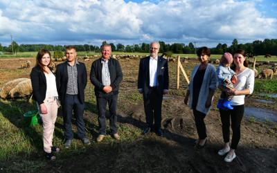 """Valsts prezidents apmeklē zemnieku saimniecību """"Liepas"""""""