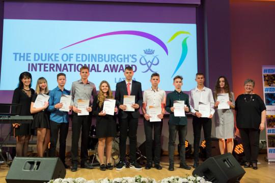 """Pasākumā """"Award dalībnieki – var!"""" pasniegti starptautiski apbalvojumi"""
