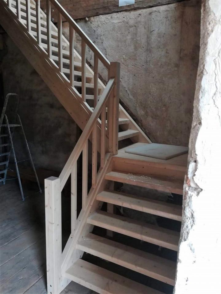 """Radošajā rezidencē """"Debesjums"""" jaunas kāpnes"""
