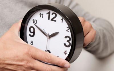 Naktī uz svētdienu pulksteņa rādītāji jāpagriež stundu atpakaļ